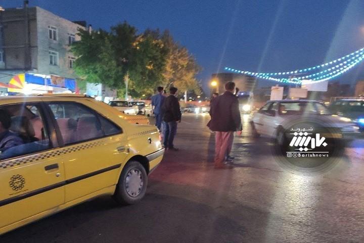 مسافرین در انتظار تاکسی و تاکسی ها در انتظار دربست