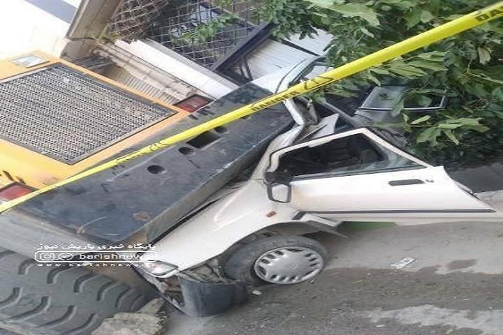 بی احتیاطی منجر به حادثه و مجروح شدن سه نفر شد/ ماشین هایی که برای تخریب خانه های بدون مجوز مامور شده بودند باعث حادثه شدند