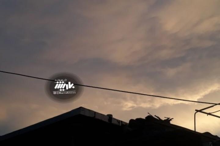 آسمان زیبای ارومیه در یک روز بارانی