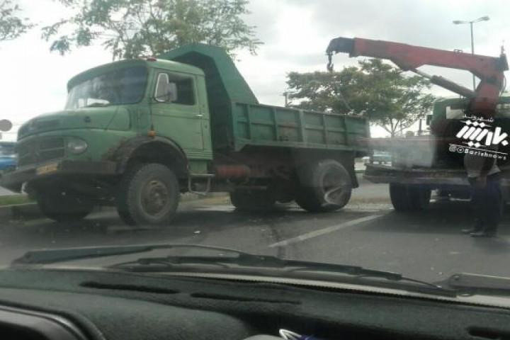 تصادف کامیون در کمربندی