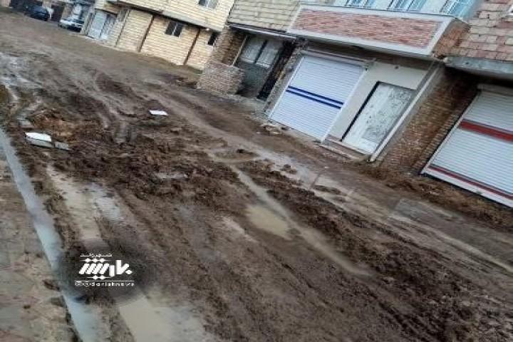 وضعیت نابسامان کوچه های سه راه ایثار روبروی الماس غرب 14 متری حسین قلی نژاد