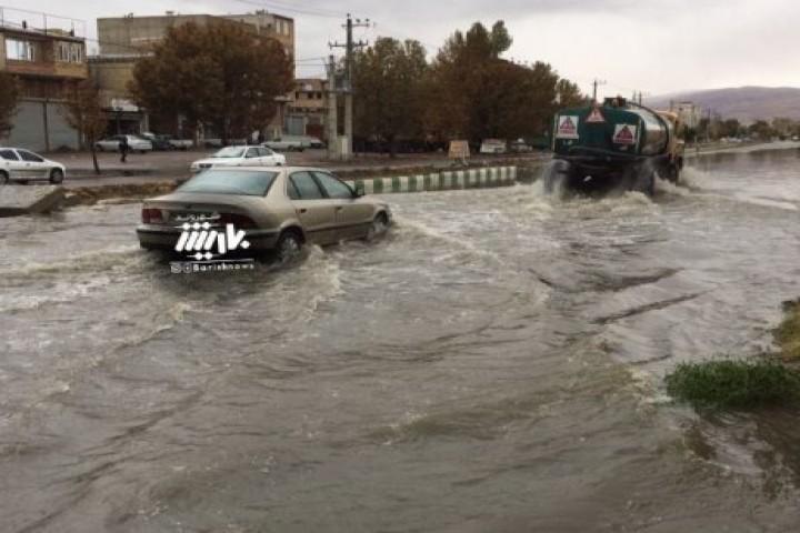 اوضاع نابسامان خیابان علامه مجلسی بعد از بارش باران