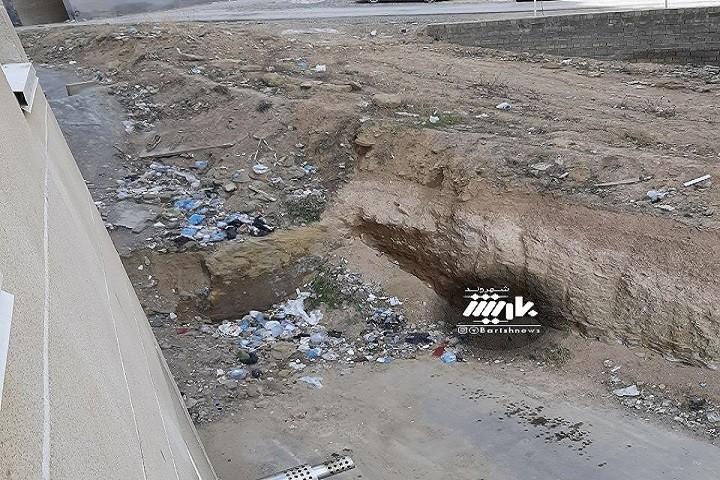وضعیت پشت آپارتمانهای مساکن مهر جام جم و گلایه مردم از وضعیت پسماند ها در آن محل