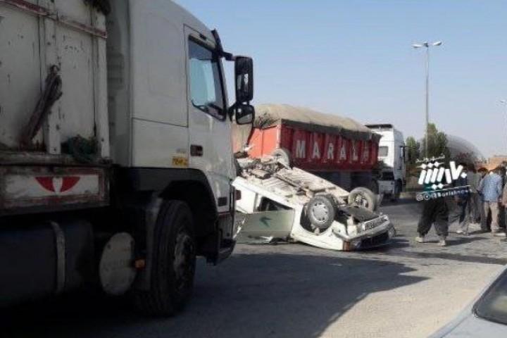 واژگونی کامیون و وانت در جاده سنتو