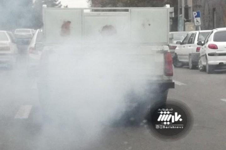 آلودگی هوا توسط خودروهای فرسوده در شهر
