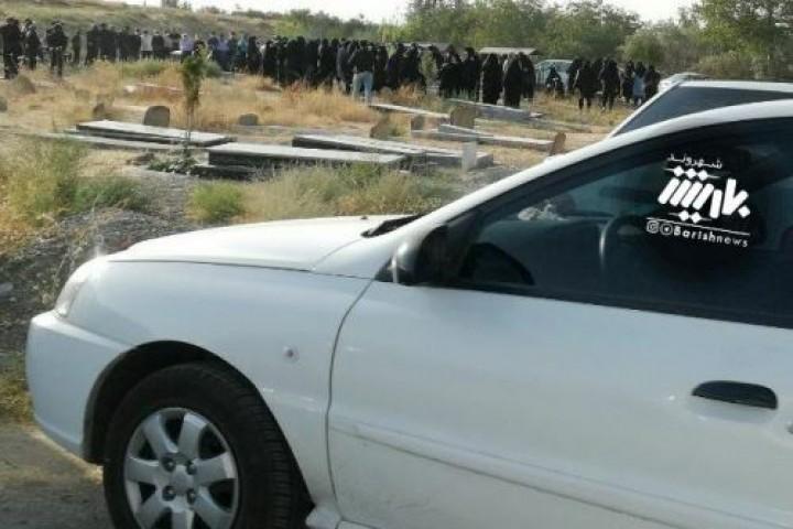 بازهم مراسمات خاکسپاری و مردم حاضر در صحنه بدون رعایت پروتکل های بهداشتی