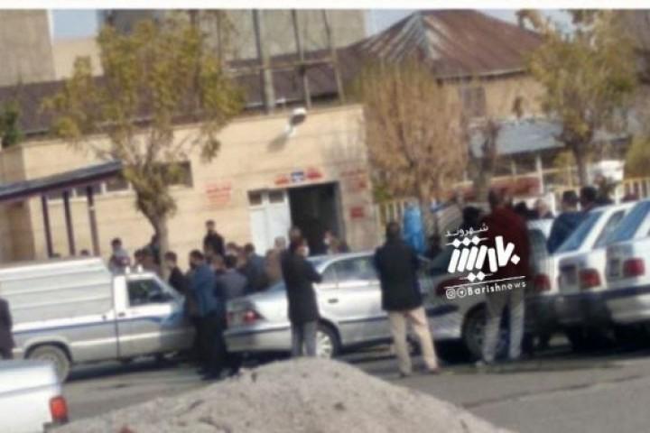 تجمع مقابل سرد خانه بیمارستان امام خمینی و عدم رعایت پروتکل های بهداشتی توسط مردم
