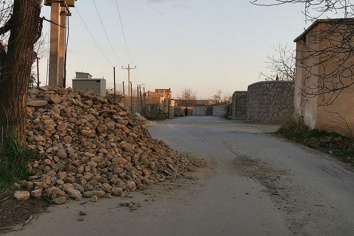 سد معبر در مسیر روستای قطورلار جاده امام زاده هست معضلی برای روستاییان