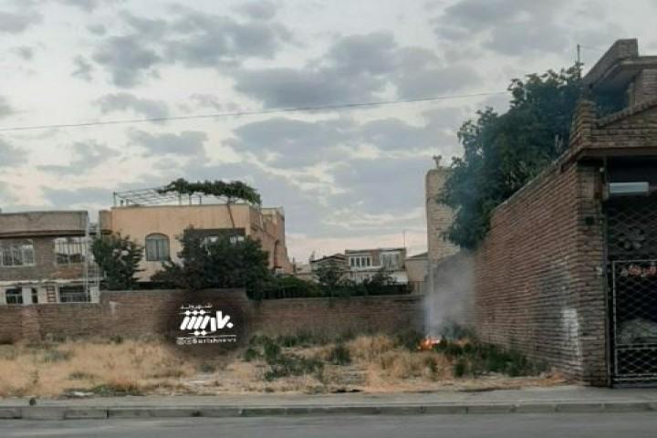 آتش زدن علف های هرز خیابان بهرش
