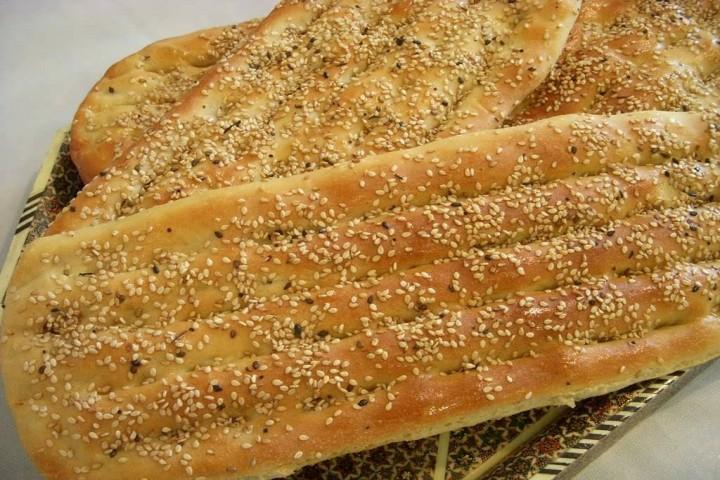 قیمتهای سلیقهای دست مردم را از خرید نان کوتاه کرد!