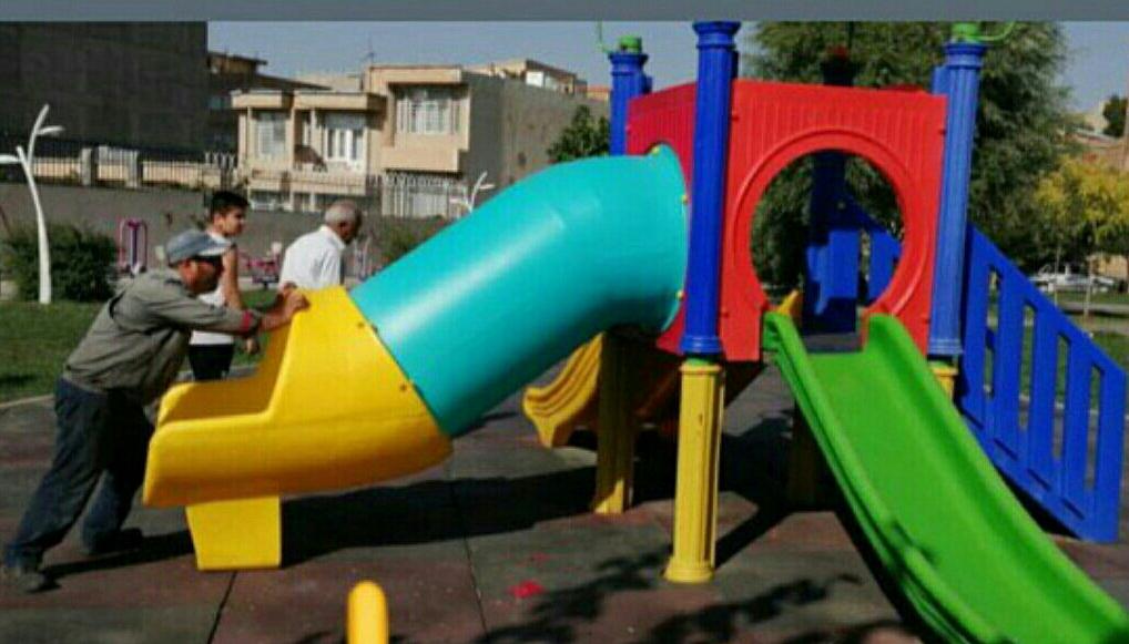 آغاز مرمت زمین و تجهیزات بازی کودکان در بوستانهای ارومیه