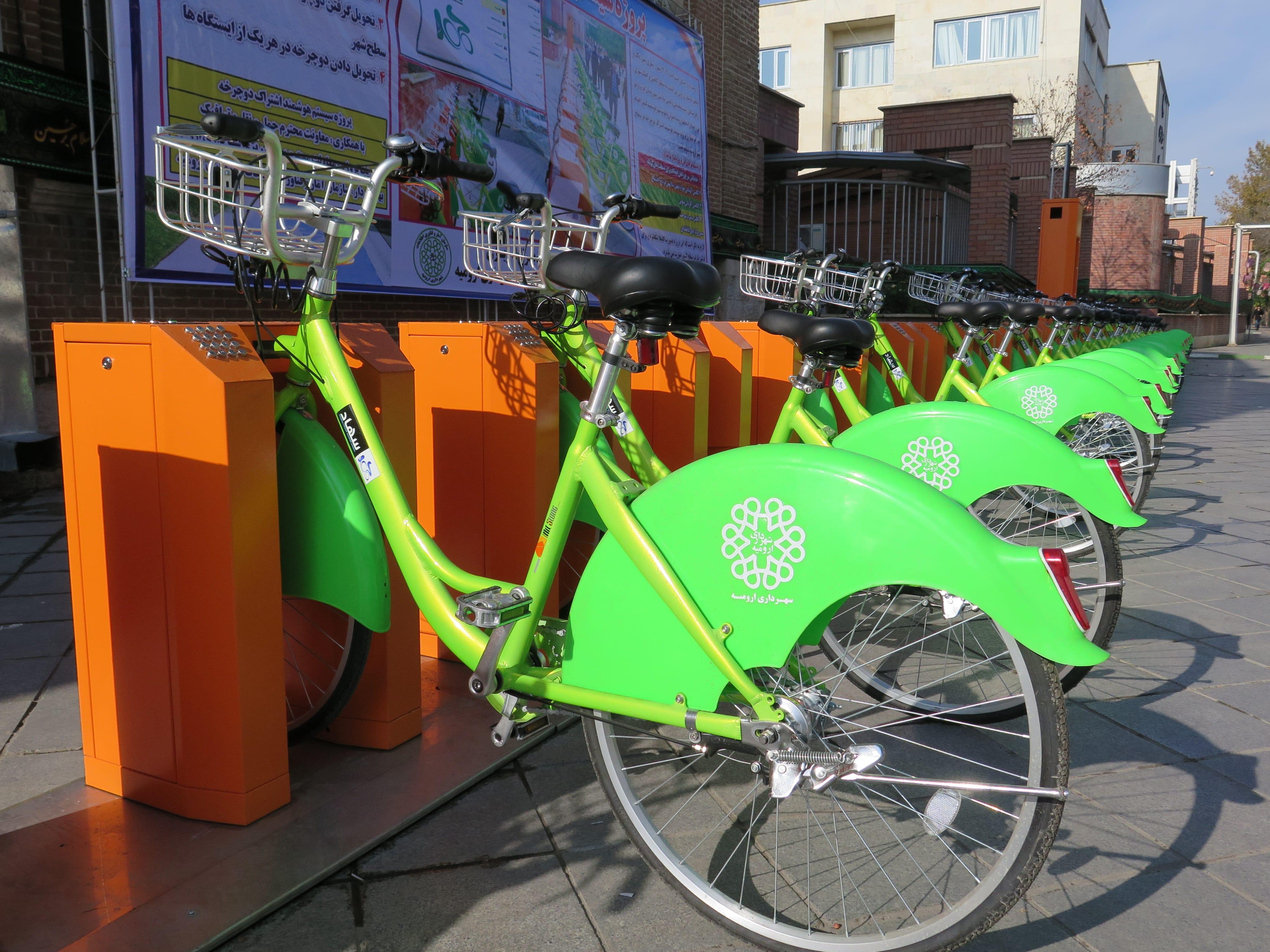خاک خوردن دوچرخههای شهری در ارومیه