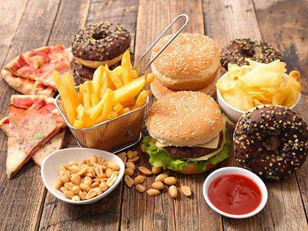 بدغذایی از علتهای بروز سرطان است