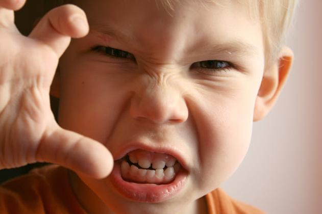 پریشانی نتیجه استفاده بیش از حد کودکان از رسانههای ارتباطی