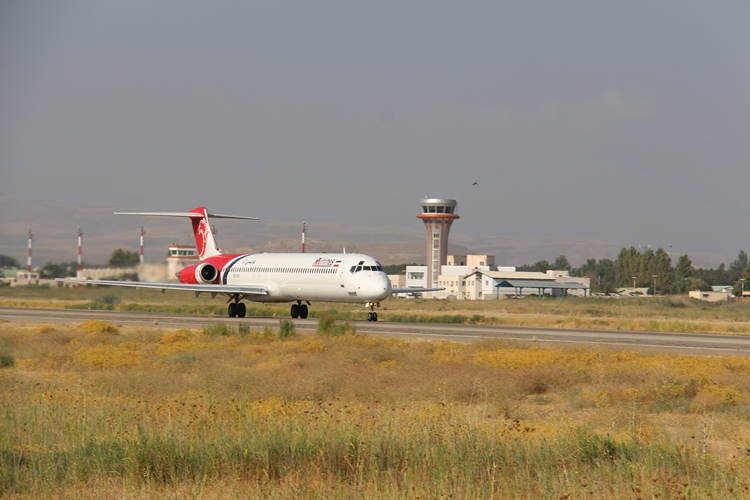 سطوح پروازی باند فرودگاه ارومیه بهسازی میشود