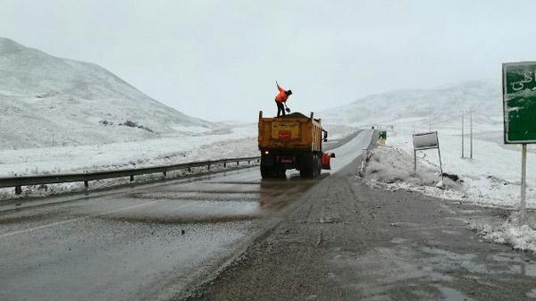 تردد روان در جادهها/محورهای برفگیر استان برفروبی شدند