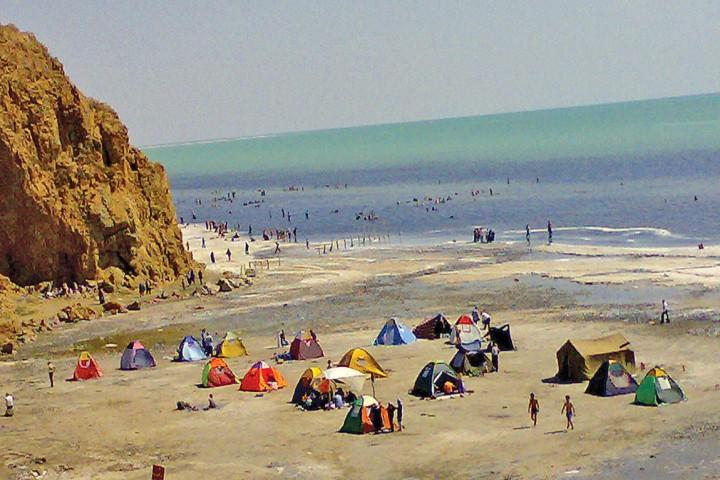 محروم  ماندن سواحل دریاچه ارومیه از حداقل ترین امکانات رفاهی