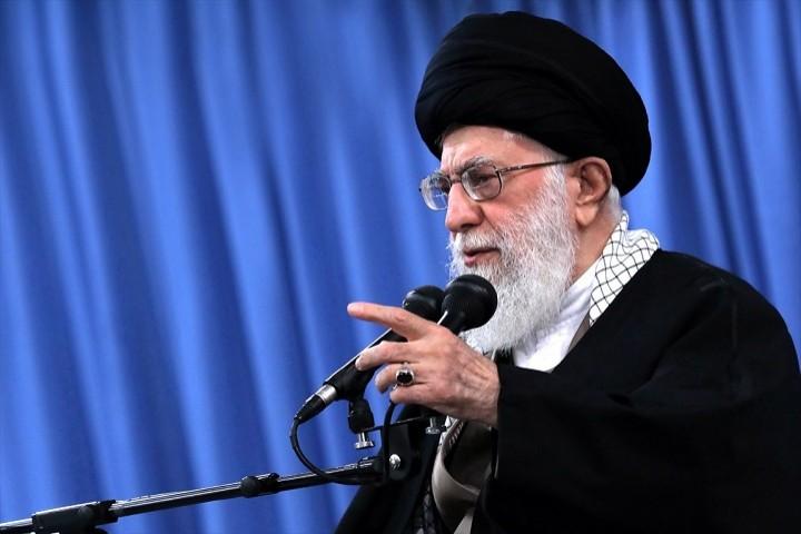 مذاکره دشمن آمیخته با دغل و فریبکاری است/ ترور سردار سلیمانی بزدلانه بود/سقوط هواپیما حادثه تلخی بود