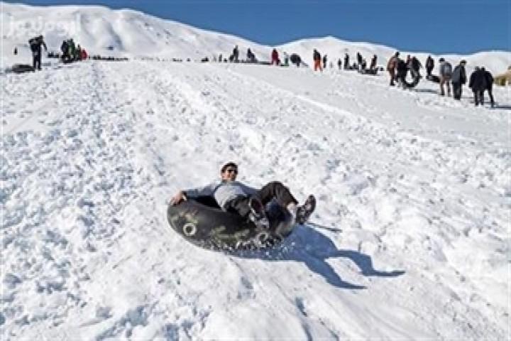 بازی با برف یا بازی با جان در ایام کرونا!