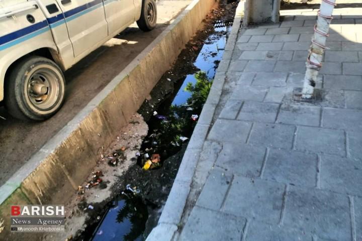 ریختن زباله در جویهای آب در شان یک کلانشهر نیست!