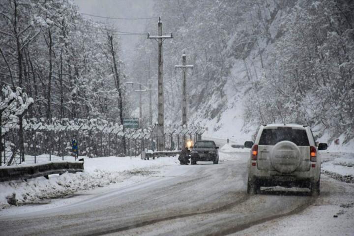 مسافران در جادهها تمهیدات زمستانی به همراه داشته باشند