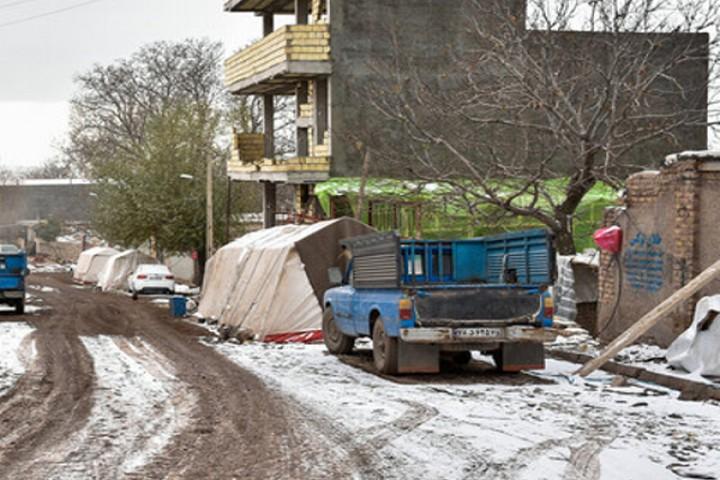 کمر خمیده زلزلهزدگان قطور زیر بار بیمسئولیتی مسئولان