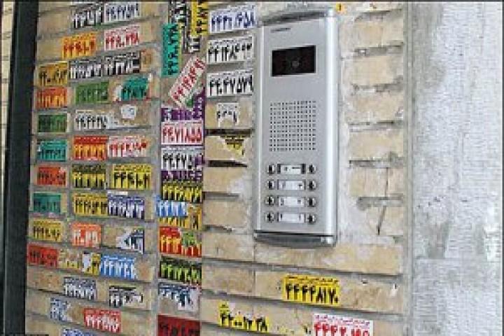 برچسب های تبلیغاتی روی درب های منازل/معضلی برای چهره محلات ارومیه