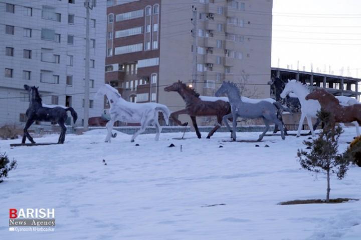 برف دانش آموزان آذربایجانغربی را خانهنشین کرد
