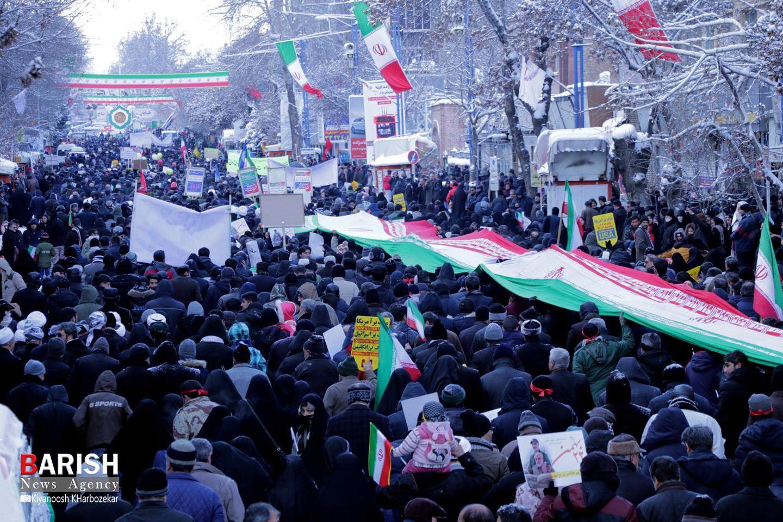 حضور پرشور مردم ارومیه در راهپیمایی 22 بهمن