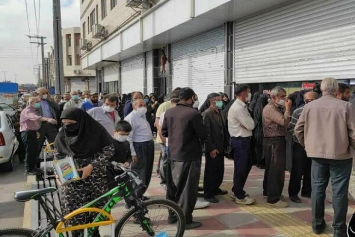 لگد مال شدن عزت مردم در صف مرغ و روغن/ آیا مسئولان از وضعیت بازار خبر ندارند؟