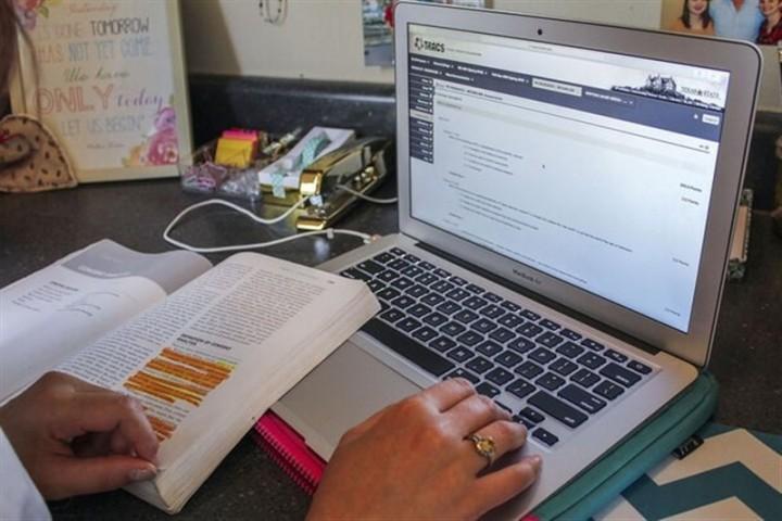گسترش بیسوادی در جامعه،  زیر سایه آموزش آنلاین