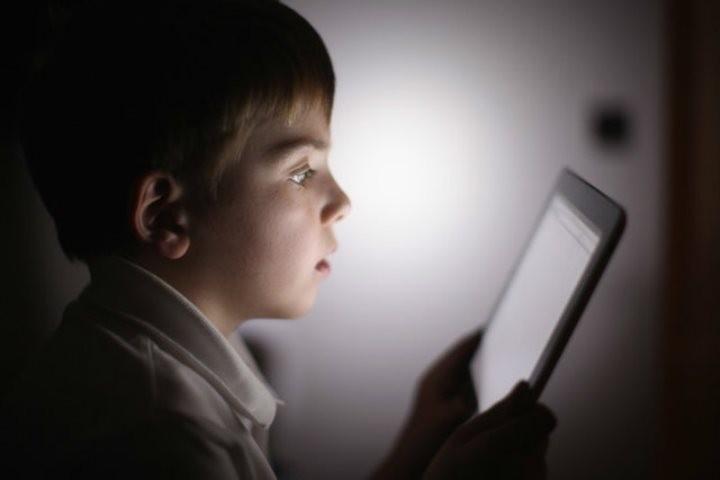 مراقب اعتیاد کودکان به اینترنت در ایام کرونا باشیم