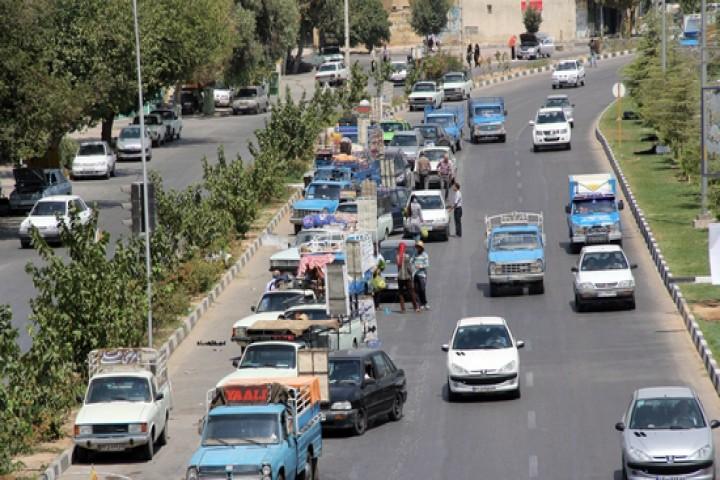 سد معبر وانتی های میوه فروش ، عاملی برای ایجاد ترافیک شهری