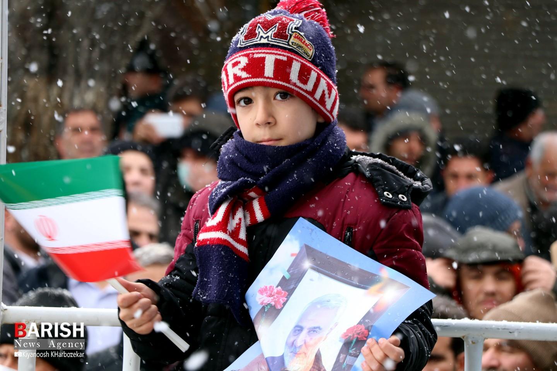 کودکان و نوجوان انقلابی در راهپیمایی 22 بهمن ارومیه
