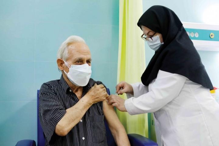 آغاز ثبت نام واکسیناسیون برای افراد ۶۵ سال به بالا