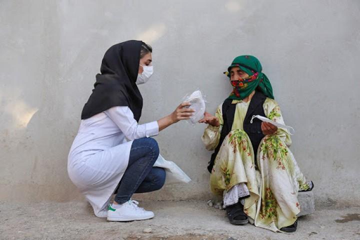 ضرورت توزیع ماسک رایگان در بین نیازمندان