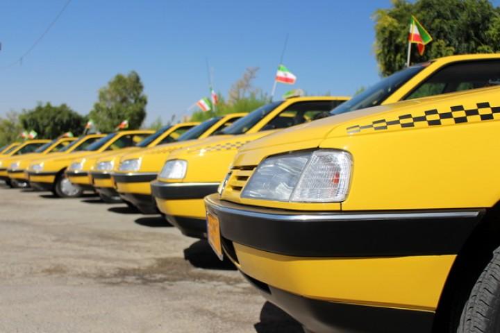 نصب محافظ جداکننده راننده و مسافرین در تاکسیهای ارومیه