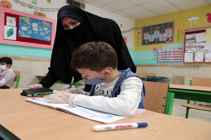 کم سوادی نسل آینده معلمان را نگران کرده است