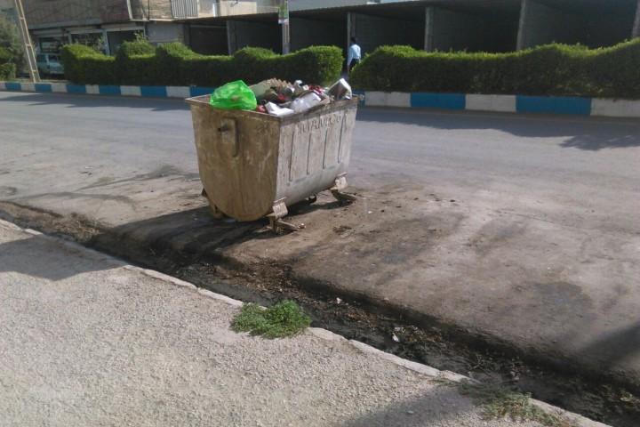 کلافگی شهروندان از اوضاع نابسامان و بوی بد سطلهای زباله شهری
