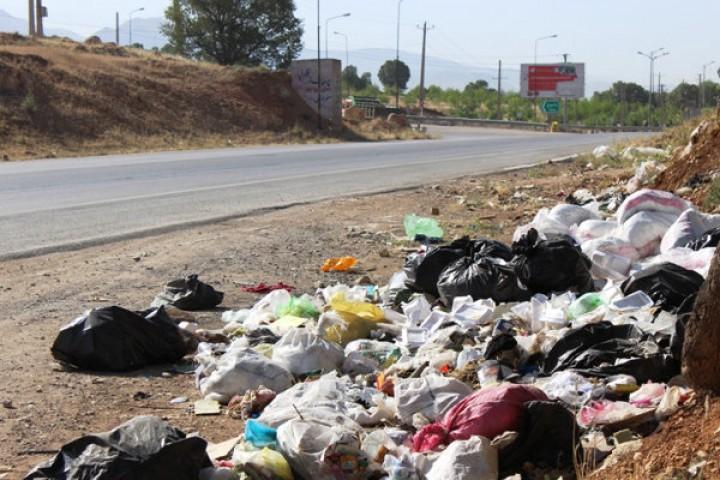 رهاسازی زباله در حاشیه جادهها/معضلی که جدی گرفته نمیشود