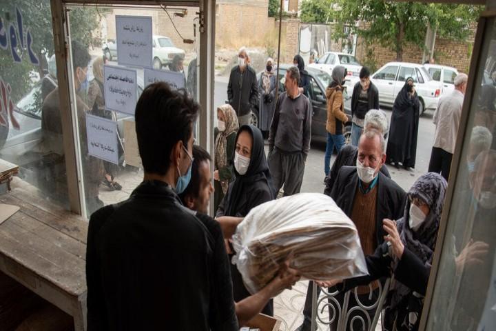 بیتدبیری مسئولان در تداوم صفهای نان در ارومیه