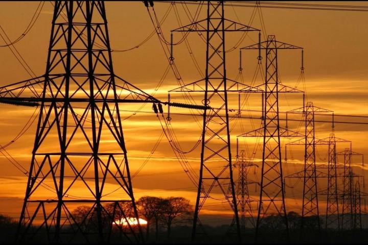 گذر از پیک مصرف برق نیازمند همکاری عمومی است