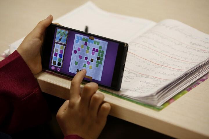 کلافگی مردم از گرانی تلفن همراه در شرایط کرونایی