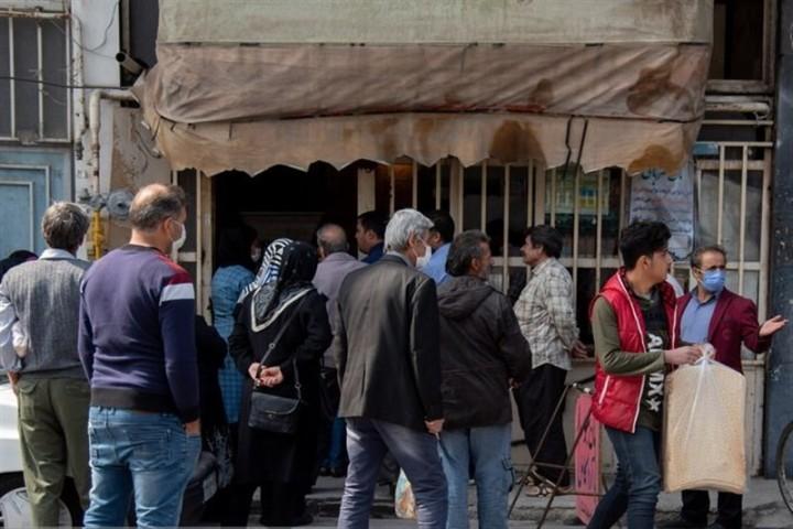 بازارگرمی کرونا در صف نانواییهای ارومیه