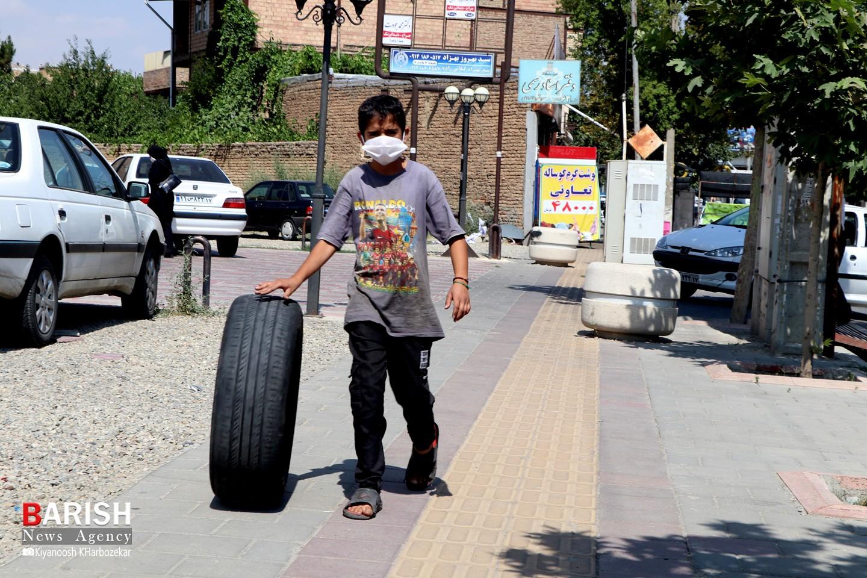 استقبال مردم ارومیه از ماسک برای پیشگیری از کرونا