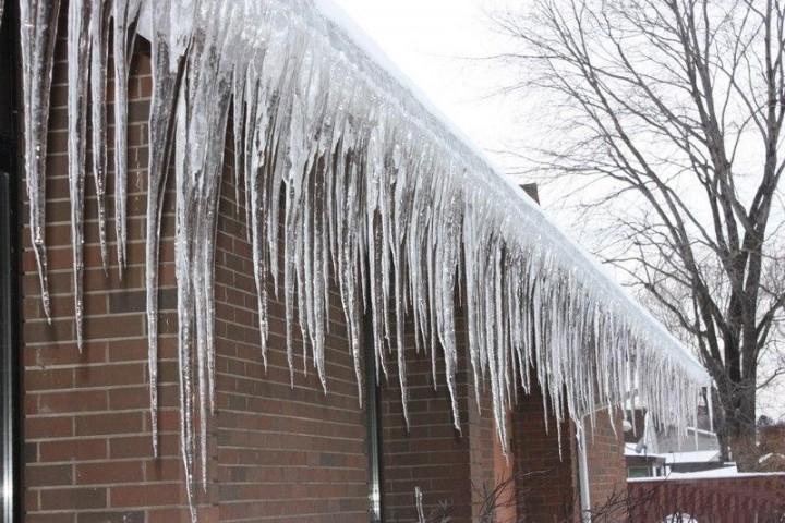 قندیلهای یخی تهدید جدی روزهای زمستان