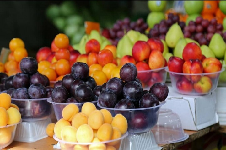 تداوم سایه سنگین گرانی میوههای نوبرانه در ارومیه