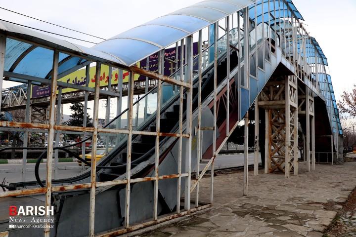 عدم رسیدگی مسئولین شهر به وضعیت نابسامان پل های عابرپیاده