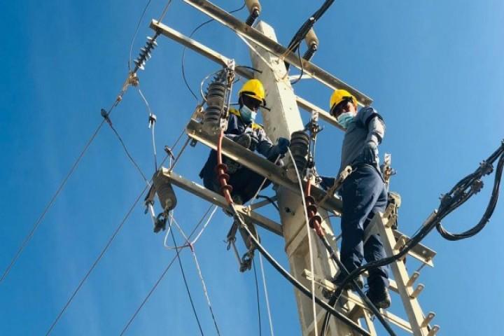 اکیپهای اجرایی شرکت توزیع نیروی برق آذربایجانغربی تا پایان هفته آماده باش هستند