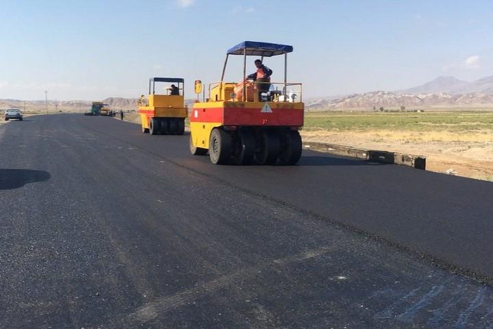 لکهگیری و روکش آسفالت بیش از ۲۸۹ کیلومتر از محورهای مواصلاتی آذربایجانغربی
